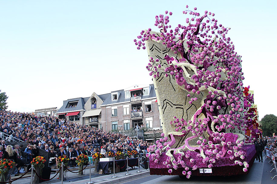 World's Largest Flower Parade In The Netherlands - Flower Sculptures (12)