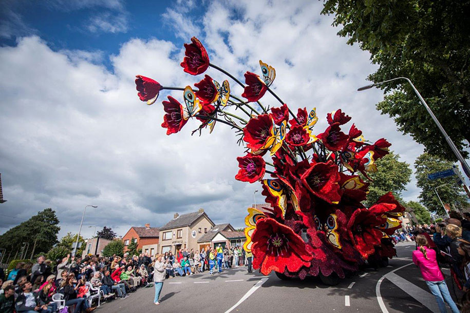 World's Largest Flower Parade In The Netherlands - Flower Sculptures (13)