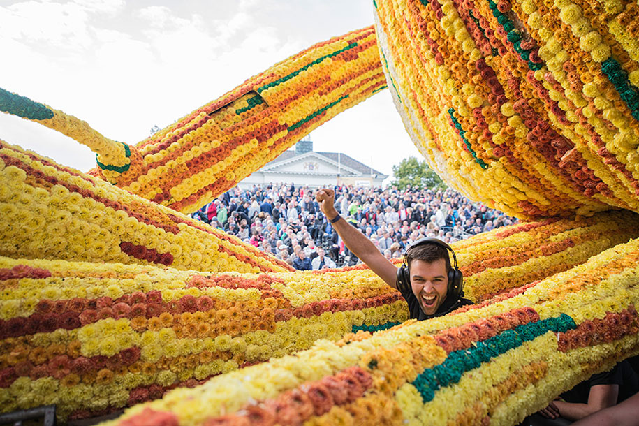 World's Largest Flower Parade In The Netherlands - Flower Sculptures (15)