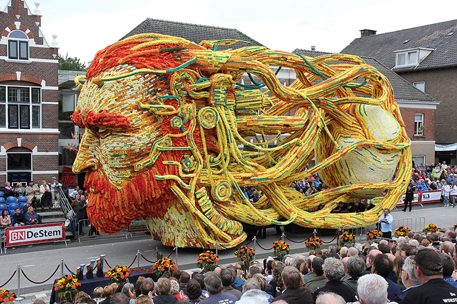 World's Largest Flower Parade In The Netherlands - Flower Sculptures (2)
