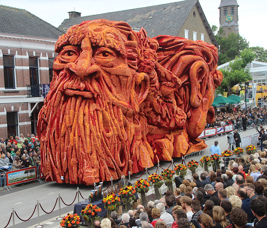 World's Largest Flower Parade In The Netherlands - Flower Sculptures (3)