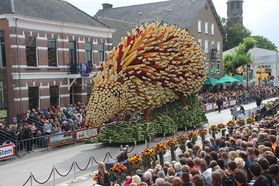 World's Largest Flower Parade In The Netherlands - Flower Sculptures (5)