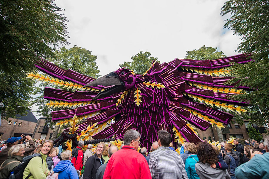 World's Largest Flower Parade In The Netherlands - Flower Sculptures (6)
