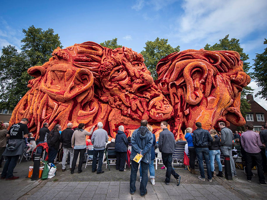 World's Largest Flower Parade In The Netherlands - Flower Sculptures (7)