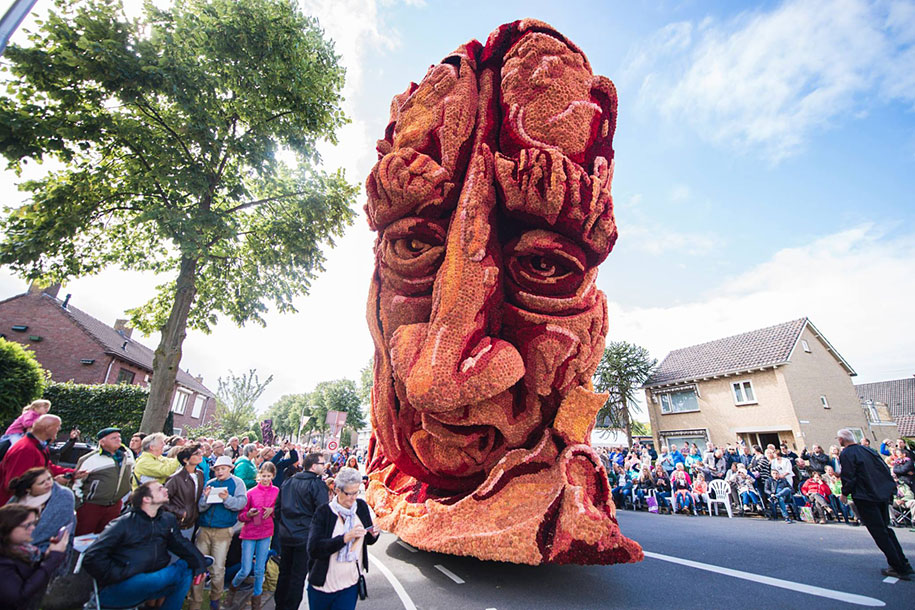 World's Largest Flower Parade In The Netherlands - Flower Sculptures (8)