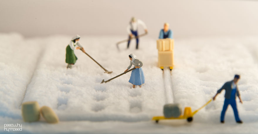 Capture Miniature People Dealing With Everyday Life Objects-POY (2)