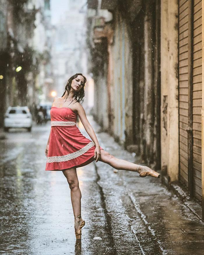 Dance Practicing In Cuba Streets of Ballet Dancers (1)