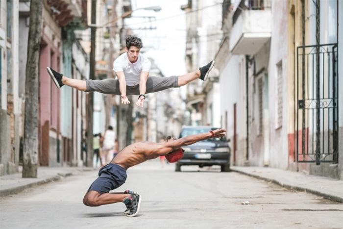 Dance Practicing In Cuba Streets of Ballet Dancers (10)