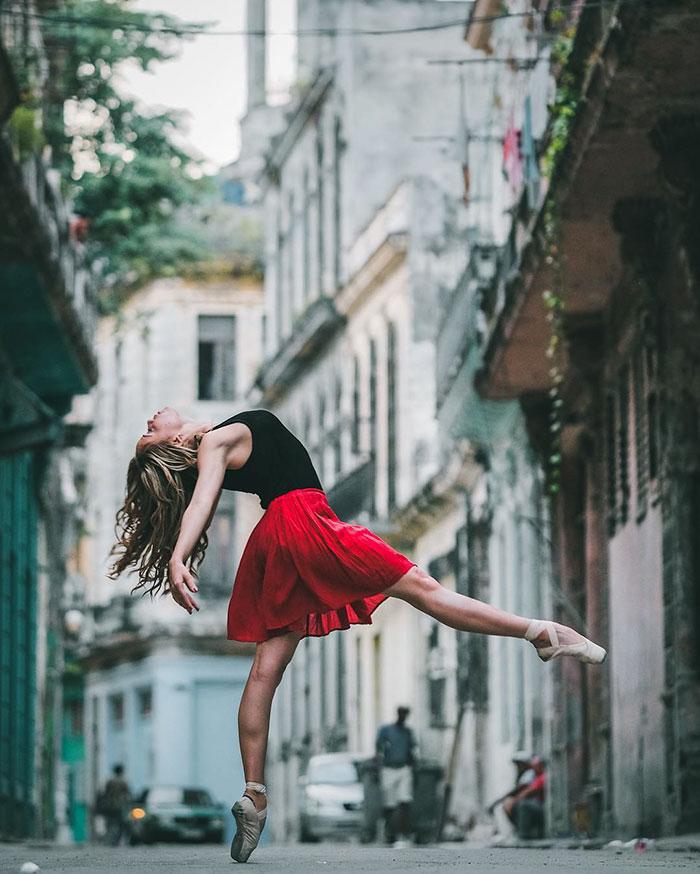 Dance Practicing In Cuba Streets of Ballet Dancers (13)