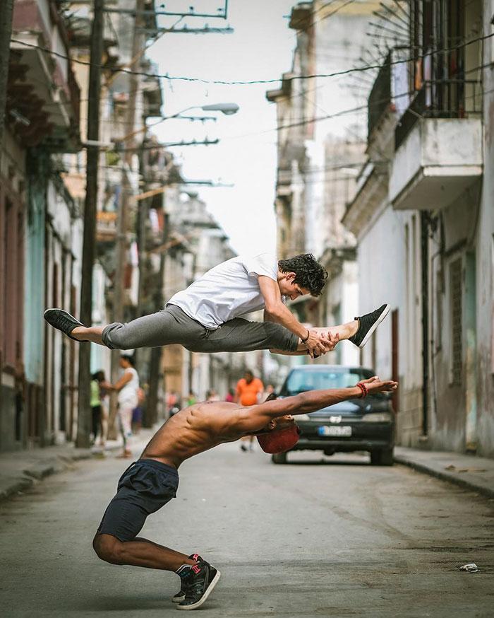 Dance Practicing In Cuba Streets of Ballet Dancers (14)