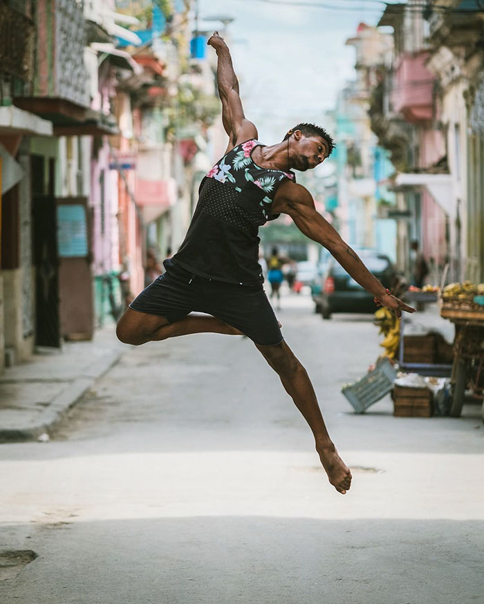 Dance Practicing In Cuba Streets of Ballet Dancers (15)