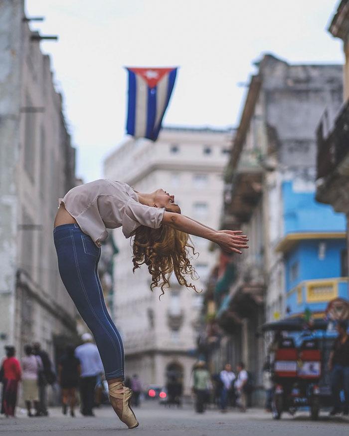 Dance Practicing In Cuba Streets of Ballet Dancers (16)