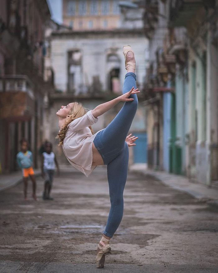 Dance Practicing In Cuba Streets of Ballet Dancers (17)