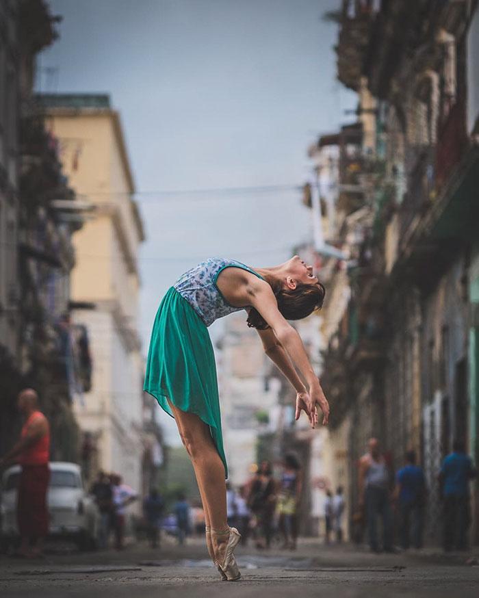 Dance Practicing In Cuba Streets of Ballet Dancers (18)