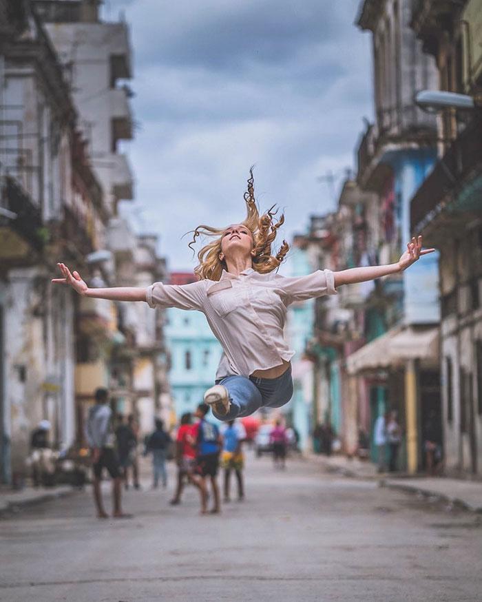 Dance Practicing In Cuba Streets of Ballet Dancers (19)