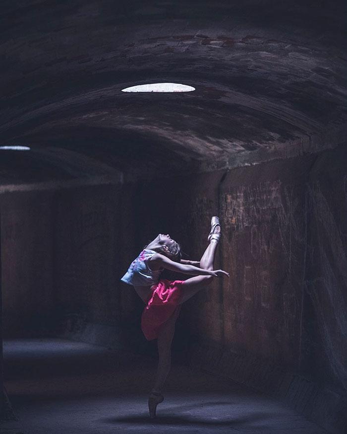 Dance Practicing In Cuba Streets of Ballet Dancers (22)