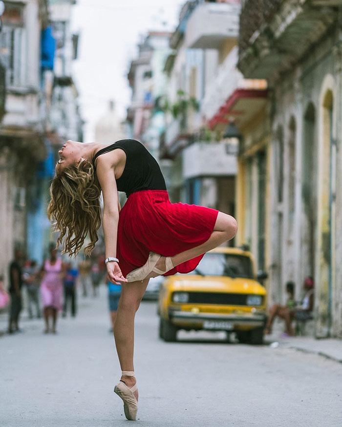 Dance Practicing In Cuba Streets of Ballet Dancers (23)