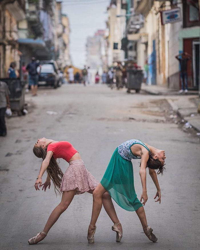 Dance Practicing In Cuba Streets of Ballet Dancers (24)