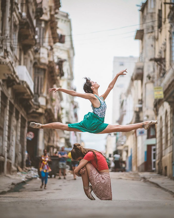 Dance Practicing In Cuba Streets of Ballet Dancers (5)