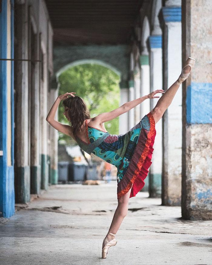 Dance Practicing In Cuba Streets of Ballet Dancers (6)