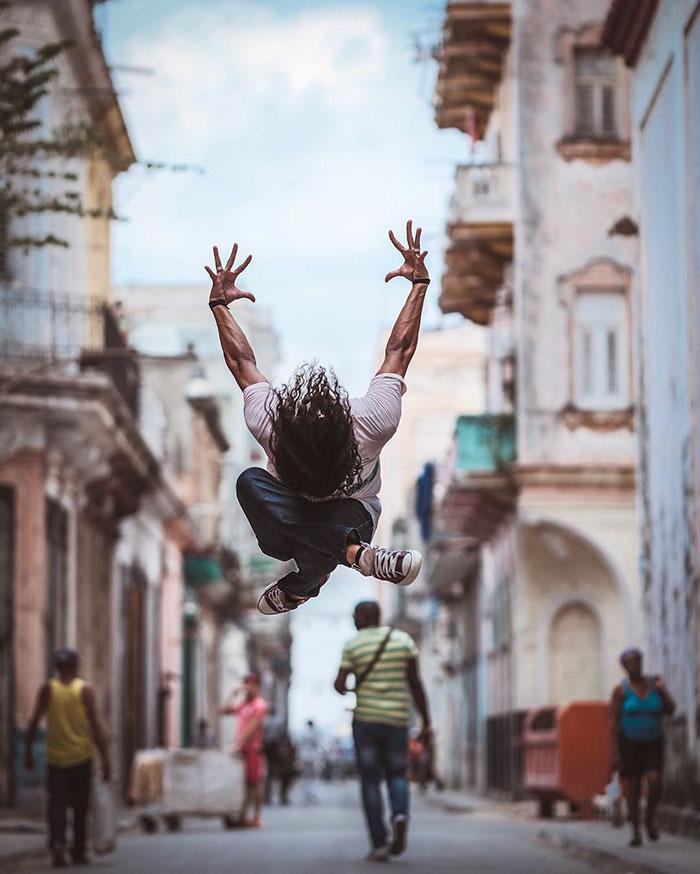 Dance Practicing In Cuba Streets of Ballet Dancers (7)