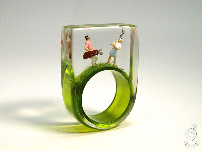 Miniature Scenes within jewelry created by Isabell Kiefhaber (1)