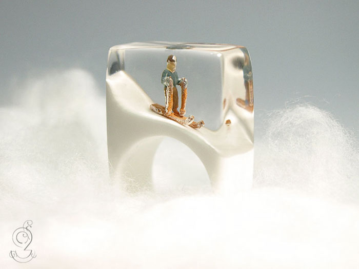 Miniature Scenes within jewelry created by Isabell Kiefhaber (10)