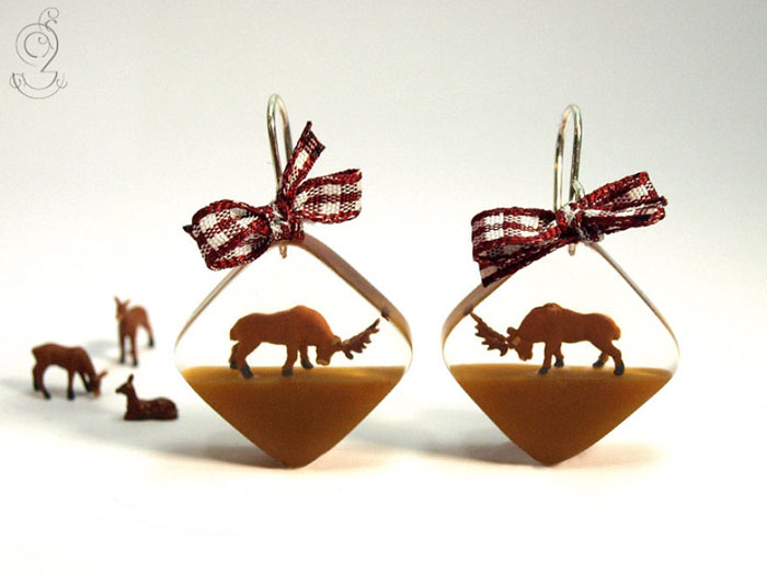 Miniature Scenes within jewelry created by Isabell Kiefhaber (16)