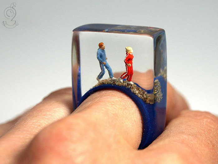 Miniature Scenes within jewelry created by Isabell Kiefhaber (2)