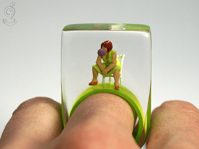 Miniature Scenes within jewelry created by Isabell Kiefhaber (3)