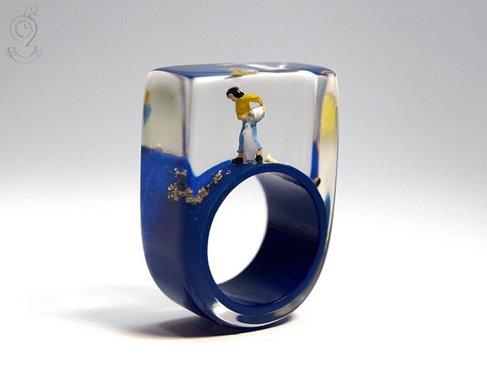 Miniature Scenes within jewelry created by Isabell Kiefhaber (4)