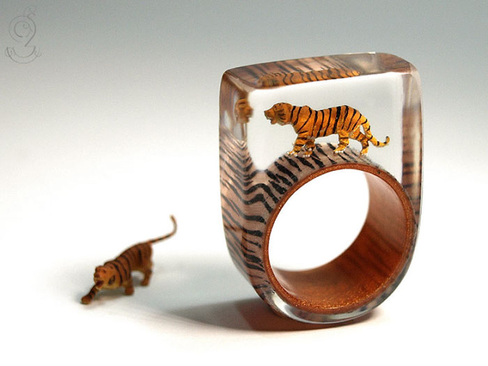 Miniature Scenes within jewelry created by Isabell Kiefhaber (5)