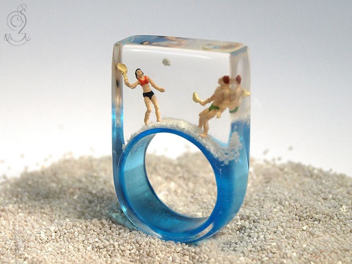 Miniature Scenes within jewelry created by Isabell Kiefhaber (8)