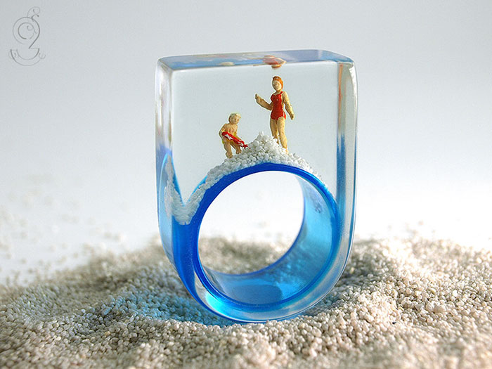 Miniature Scenes within jewelry created by Isabell Kiefhaber (9)