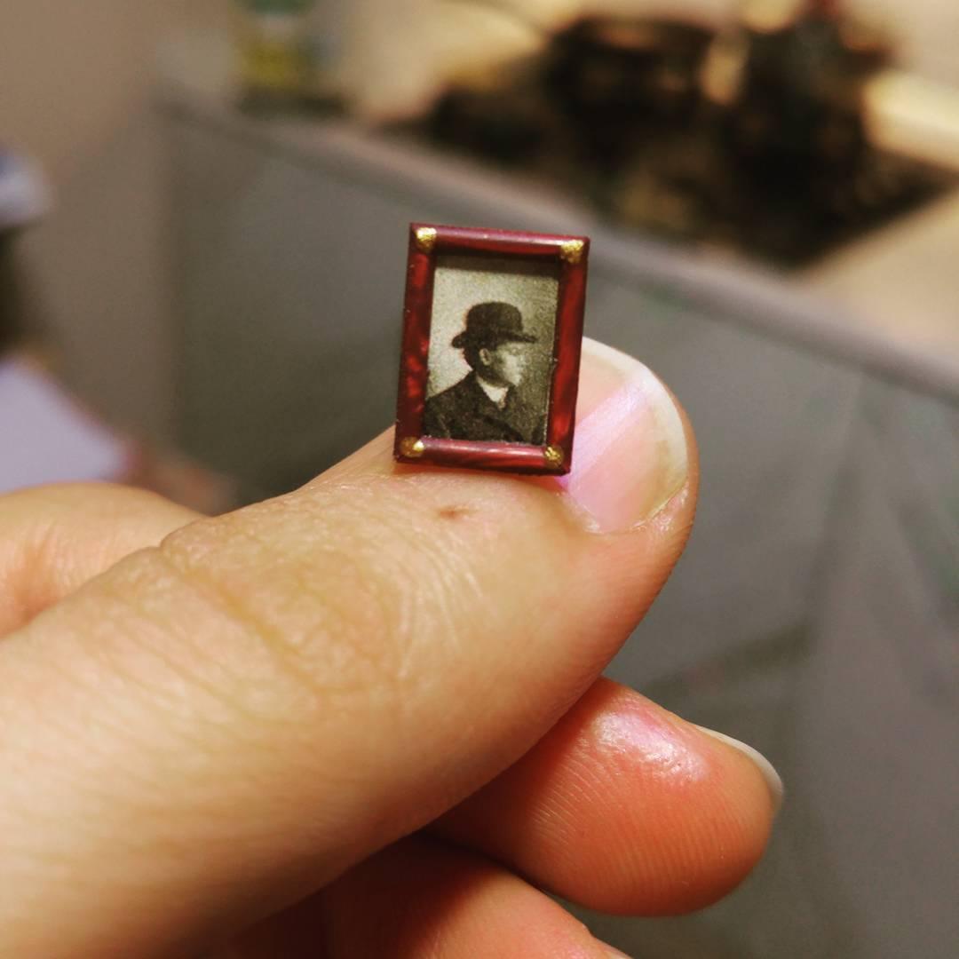 Alamedy Diorama Built A Miniature 1900s Photography Studio (15)