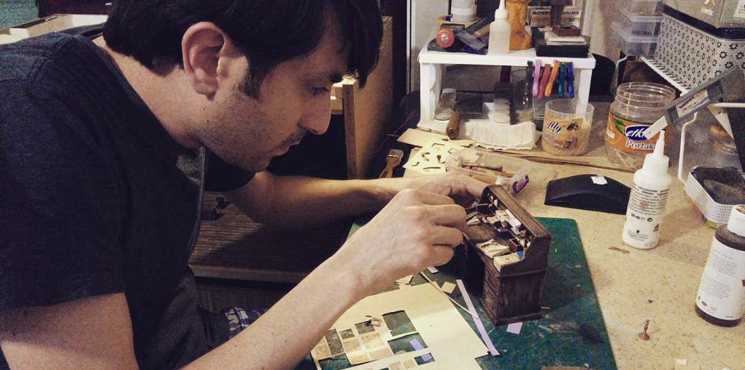 Alamedy Diorama Built A Miniature 1900s Photography Studio (17)
