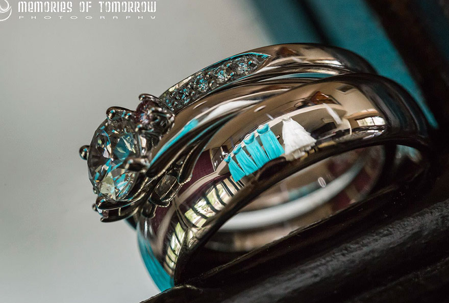 Stunning Wedding Photos Reflected On Rings (5)