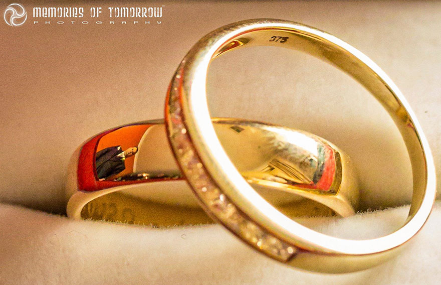 Stunning Wedding Photos Reflected On Rings (7)