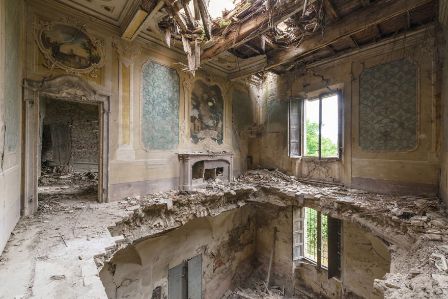 Abandoned Buildings Photography By Romain Veillon (19)