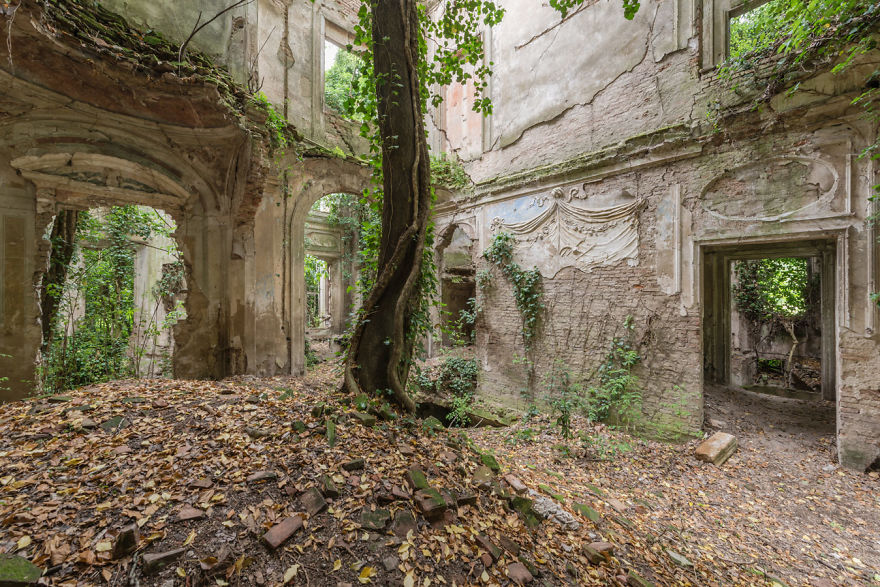Abandoned Buildings Photography By Romain Veillon (8)