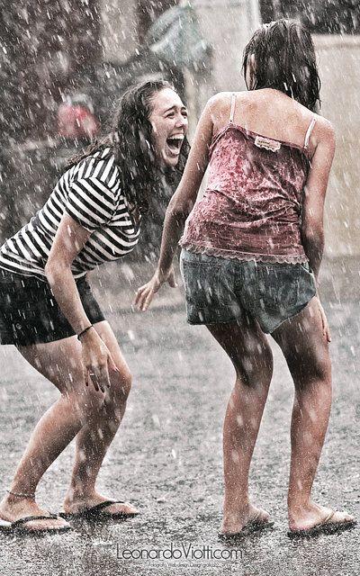 Pretty Girls Images In Rain (22)