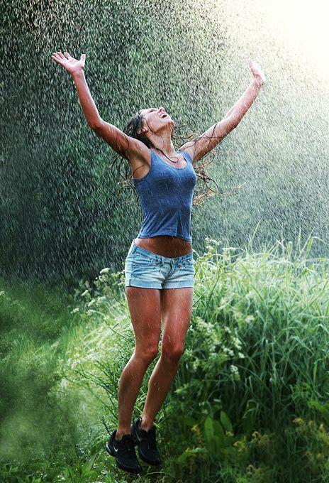 Pretty Girls Images In Rain (25)