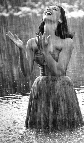 Pretty Girls Images In Rain