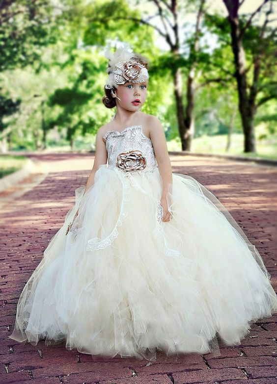 30+ Cute And Beautiful Flower Dress Baby Photos (15)