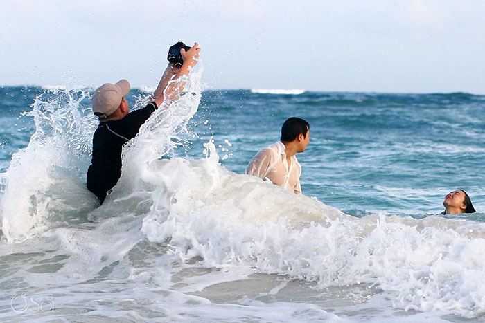 Amazing Photographs That Prove Wedding Photographer Are Crazy (11)