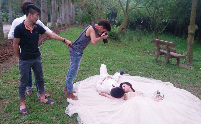 Amazing Photographs That Prove Wedding Photographer Are Crazy (7)
