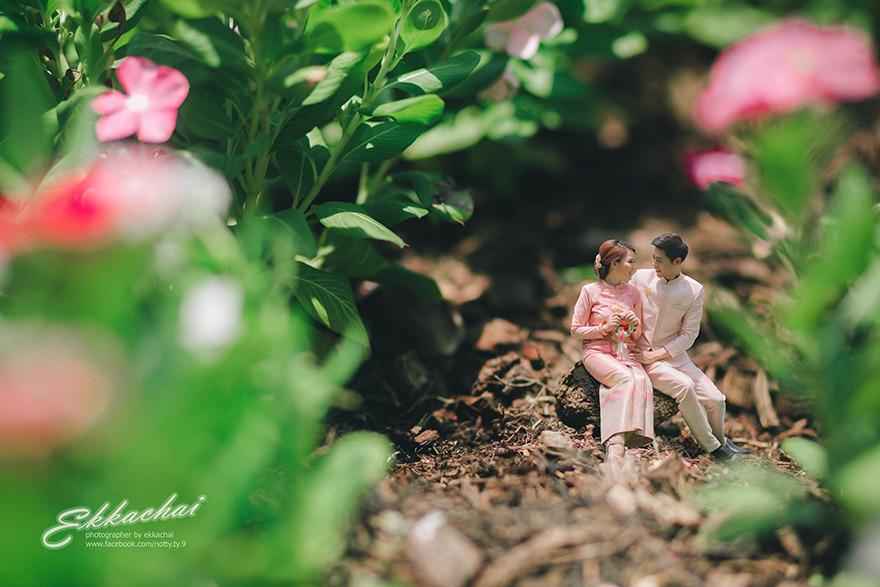 Clever Wedding Photographer Turns Couples Into Miniature People (20)