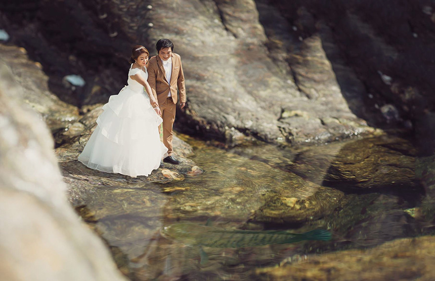 Clever Wedding Photographer Turns Couples Into Miniature People (22)