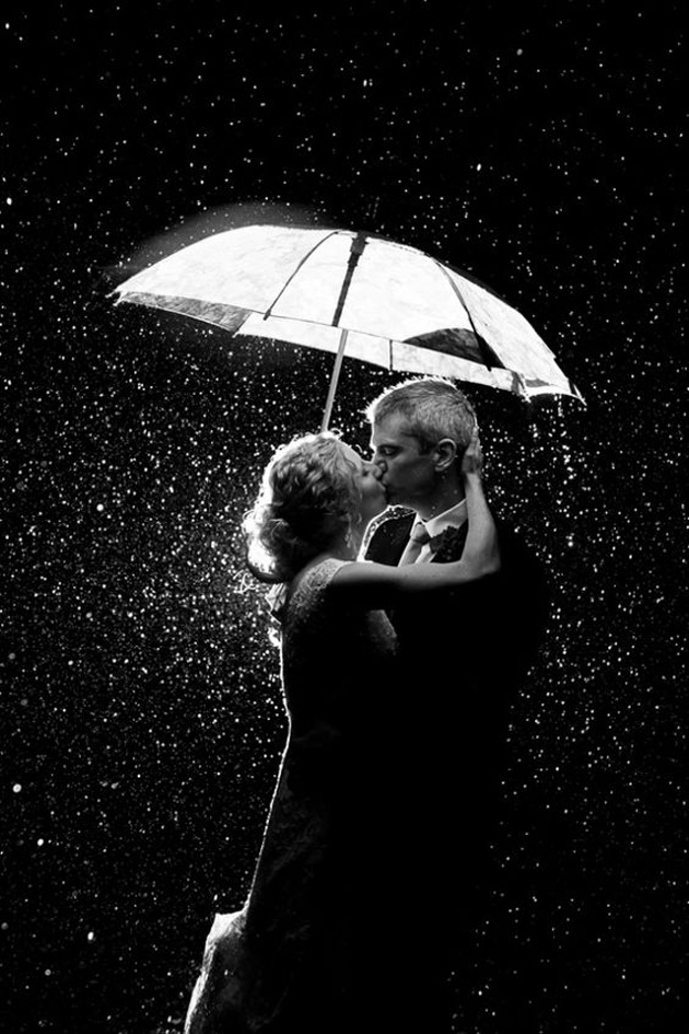 Cute Romantic Couples Black And White Photography In Rain (1)