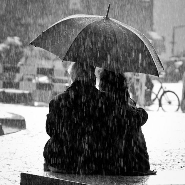 Cute Romantic Couples Black And White Photography In Rain (11)